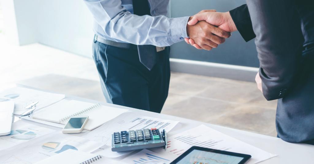Shaking hands - Establishing ties with Financer - Advivo